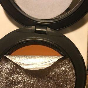 MAC Cosmetics Makeup - Mac foundation